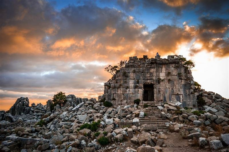 .Who wants such an amazing sunset walk at the nature🌄? Faqra roman ruins... (Faqra Ruins)